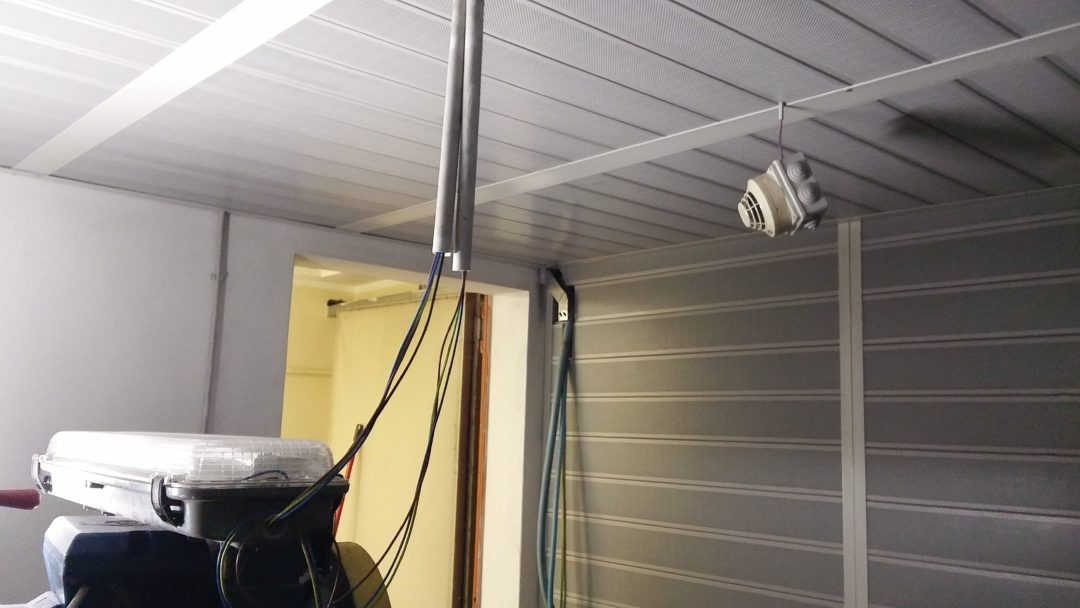 Isolamento acustico locale ascensore, con rivestimento parete soffitto fonoisolante sitema ecoplas