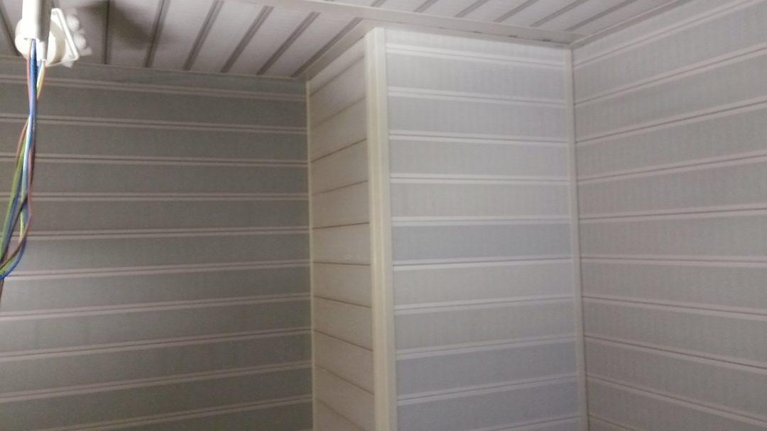 Isolamento acustico locale ascensore, rivestimento fonoisolante pareti, particolare angolo colonna