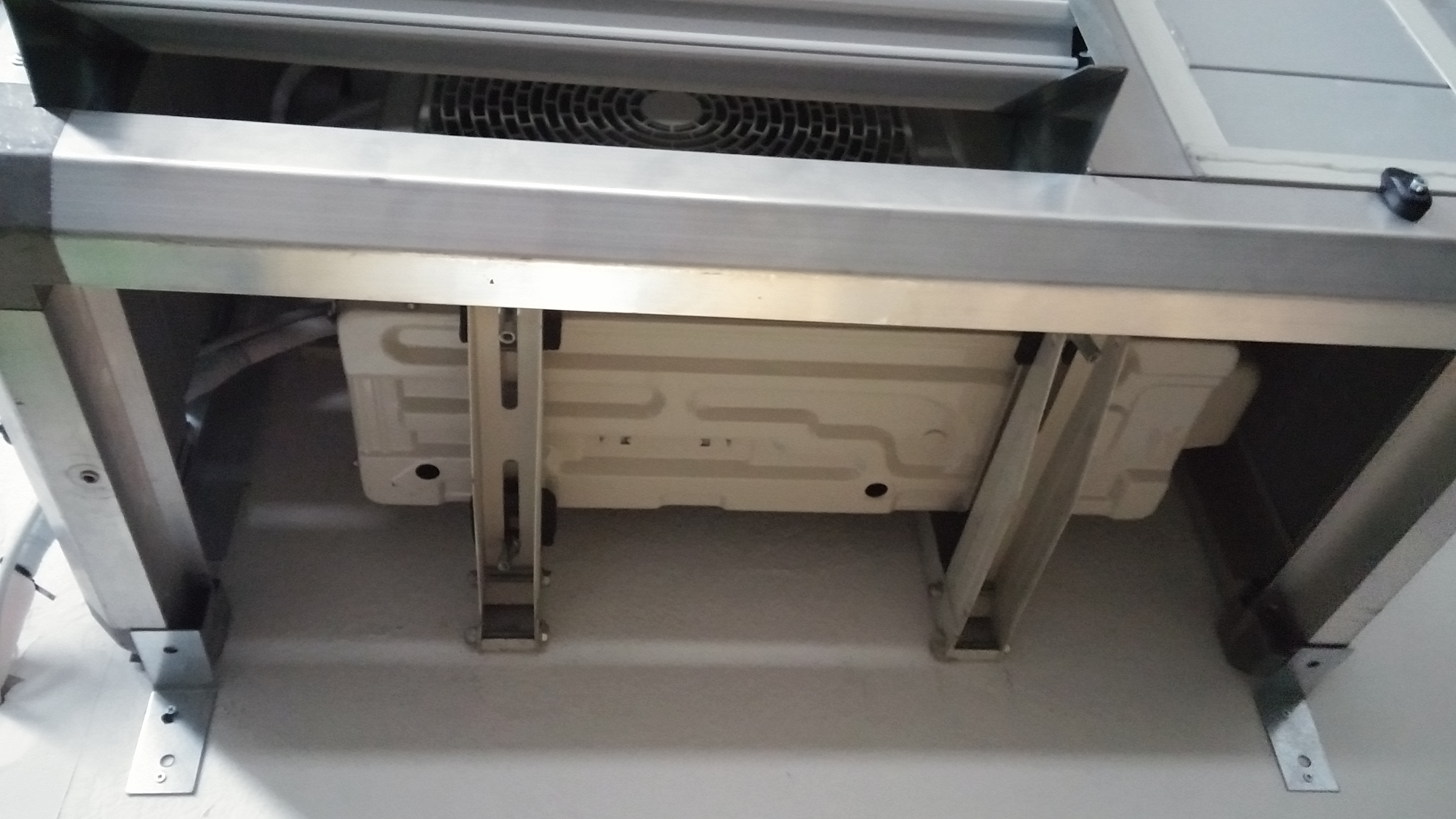 Isolamento acustico motore condizionatore milano, cabina silente per particolare vista inferiore